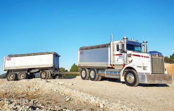 truck-dogs-small-pictureEB1F8A9F-3942-9E96-7872-D2FDF8E2177B.jpg